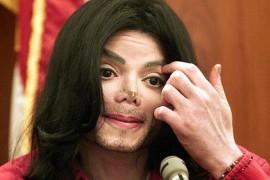 Casa lui Michael Jackson era ticsita cu materiale pornografice si ilustratii cu copii in ipostaze sexuale!