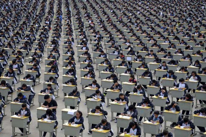 Inchisoare pentru elevii care copiaza in timpul examenelor de admitere la facultate in China!