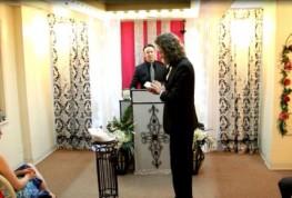 VIDEO: Un american s-a casatorit cu smartphone-ul sau in Las Vegas!