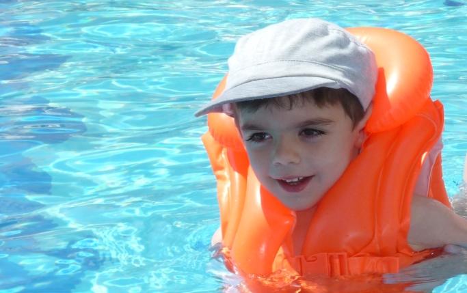 Pericolul din piscina de care multi parinti nici nu au auzit!