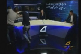 VIDEO: Doi politicieni georgieni s-au luat la bataie in direct la TV!