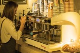 Peste 50.000 de oameni trec zilnic prin fata ultimei cafenele deschise de lantul 5 To Go