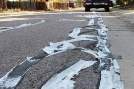 Un oras din Colorado a folosit hartie igienica pentru a acoperi crapaturile din asfalt!