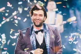Smiley canta in premiera la Vocea Romaniei o melodie dedicata parintilor sai!