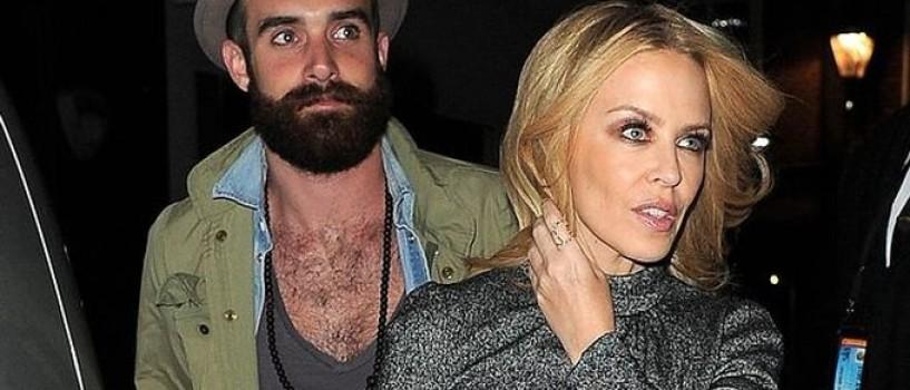 Kylie Minogue din nou singura dupa ce a fost inselata de iubit!