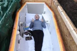 John Edwards – barbatul ingropat de viu – vorbeste din mormant!