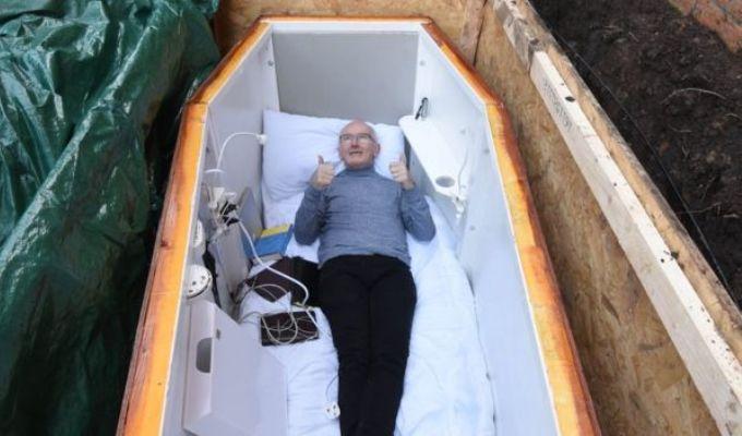 John Edwards - barbatul ingropat de viu - vorbeste din mormant!