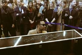 John Legend a sustinut un concert fulger intr-o gara din Londra!