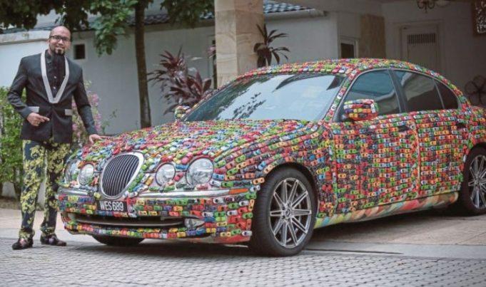 Un businessman si-a decorat Jaguarul cu 4 600 de masinute Hot Wheels!