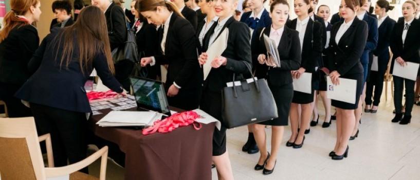 KUWAIT AIRWAYS recruteaza stewardese din Romania. Salariul mediu oferit: 2 500 $!