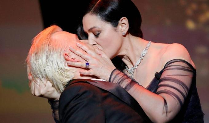Un Cannes foarte fierbinte: sani dezgoliti, saruturi pasionale, mici gafe si dansuri lascive...