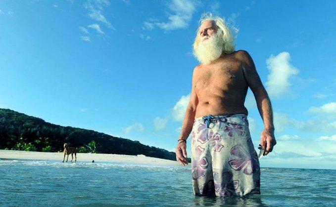 Povestea unui Robinson Crusoe modern: un australian traieste de 20 de ani pe o insula pustie!