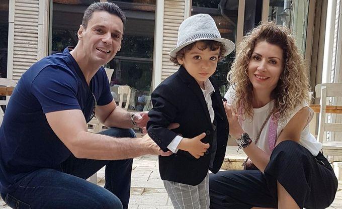 Mircea Badea a vrut sa-i puna genunchiere copilului ca sa nu se loveasca!