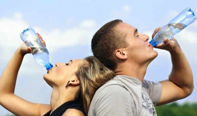 De ce are apa imbuteliata un termen de expirare?