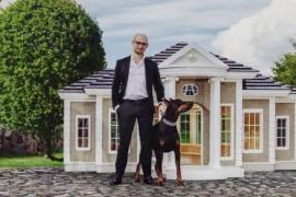 O firma din UK realizeaza conace pentru caini care ajung sa coste si 200 000 de lire sterline!