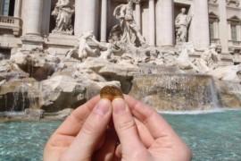 Turistii au aruncat 1,5 milioane de dolari in Fontana di Trevi in 2016. Iata unde vor ajunge banii!
