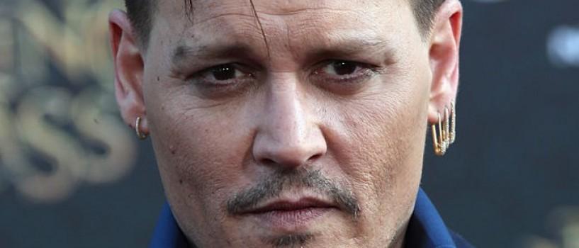 Johnny Depp dispus sa-si vanda tot, dar nu si avionul!