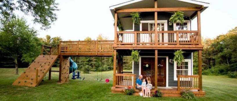 Un tatic a construit o casa pe post de jucarie pentru fiicele lui. Acum joaca va deveni o afacere!