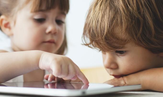 Creste un copil fericit si nedependent de tehnologie. Iata cateva trucuri utile!