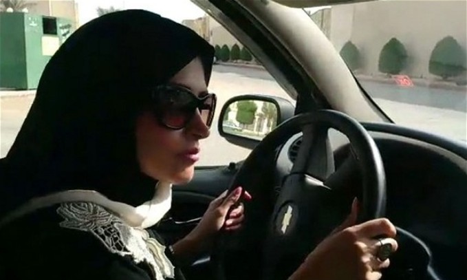 Femeile din Arabia Saudita au primit dreptul de a sofa, insa tot nu pot face aceste lucruri...