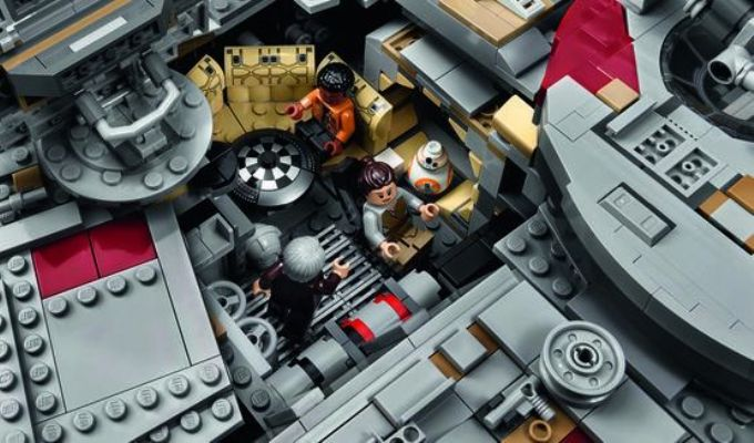 Cel mai mare set LEGO vandut vreodata are 7 541 de piese si costa...
