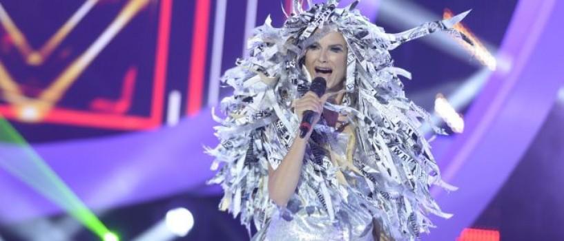 Ramona Badescu poarta o peruca de trei kilograme in prima editie Te cunosc de undeva!