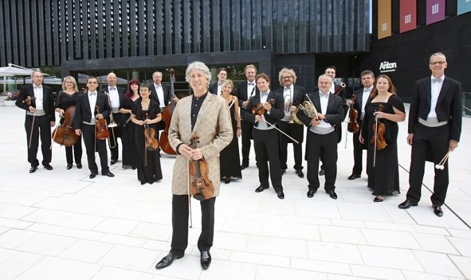 JOHANN STRAUSS ENSEMBLE & RUSSELL McGREGOR prezinta concertul Best of Vienna in turneu national!