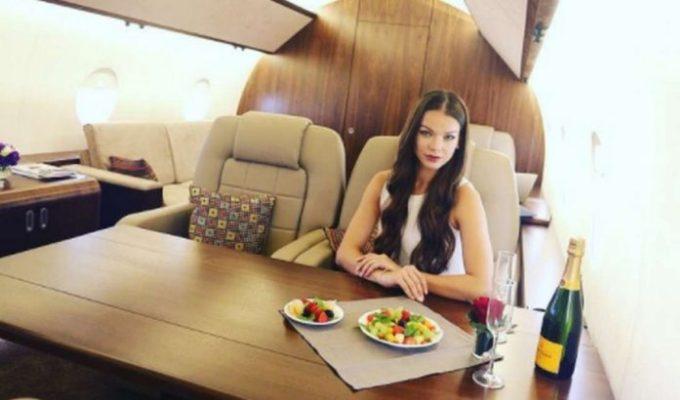 Un ocean de prostie: tinerii rusi inchiriaza avioane private la sol pentru a-si face poze si a le posta pe Instagram!