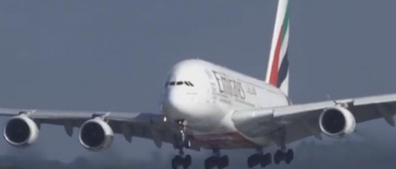 VIDEO: Filmul ce surprinde aterizarea dificila a unui Airbus A380 la Dusseldorf a devenit viral!