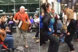 VIDEO: Intarzierea unui avion a starnit o petrecere ad-hoc in aeroportul din Toronto!