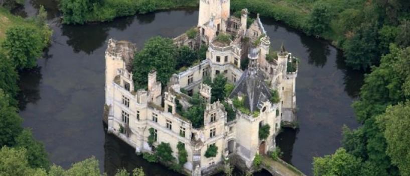 6.500 de internauti francezi au salvat un castel din secolul XIII, cumparandu-l!
