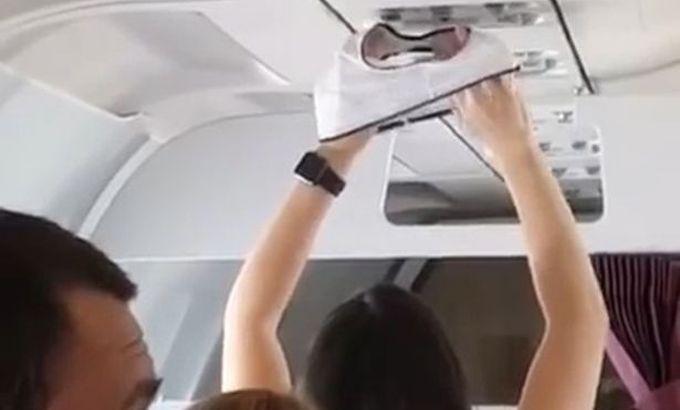 VIDEO: O rusoaica isi usuca chilotii in avion, in vazul tuturor. Iata metoda!