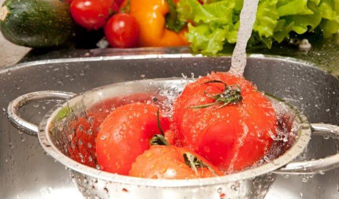 Cele mai bune metode de a indeparta pesticidele din fructe si legume!