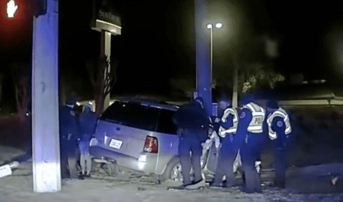VIDEO: O mama a intrat cu masina intr-un stalp pentru a le arata copiilor ca Dumnezeu exista!