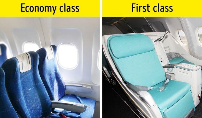 De ce sunt scaunele avioanelor albastre?