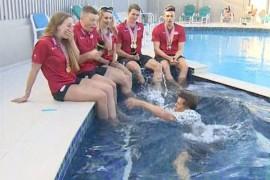 VIDEO: Un prezentator BBC cade in piscina in timpul unui interviu live!